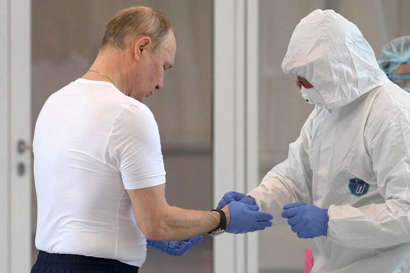 Putin: Szczyt epidemii przed nami /AFP