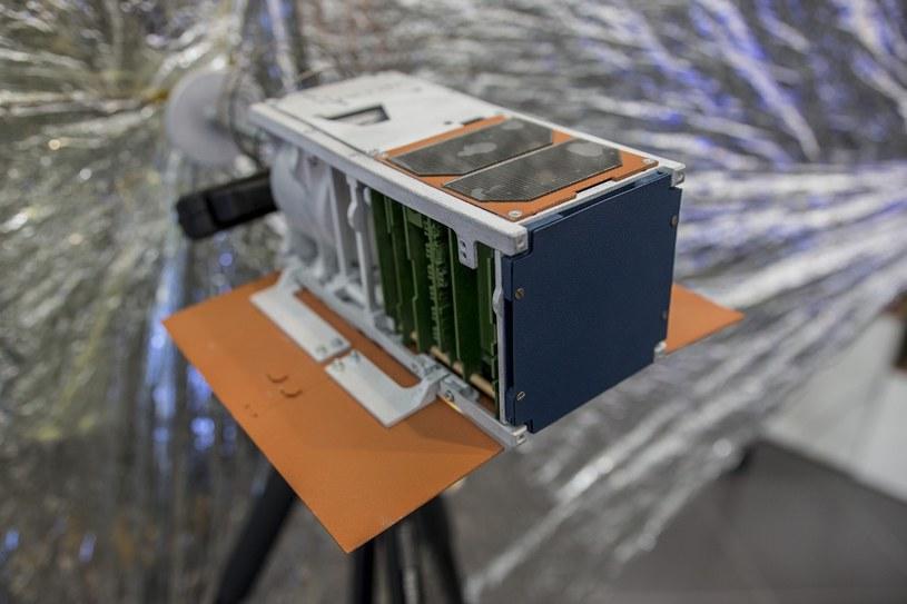 PW-Sat2 w trakcie konferencji prasowej konsorcjum FP Space. /Kosmonauta