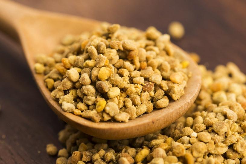 Pyłek pszczeli czy jak kto woli – kwiatowy – nie jest zbyt smaczny, ale to prawdziwa skarbnica zdrowia /123RF/PICSEL