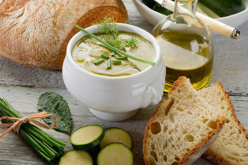 Pyszna zupa krem z cukinii /123RF/PICSEL