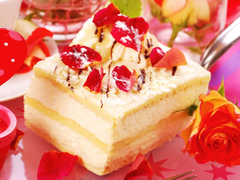 Pyszne ciasto różane /123RF/PICSEL