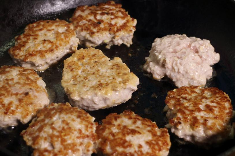 Pyszne kotleciki zachęcą twoje dziecko do jedzenia /123RF/PICSEL