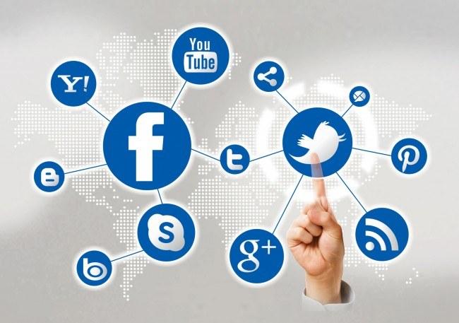 Pytania o dane do portali społecznościowych /© Photogenica