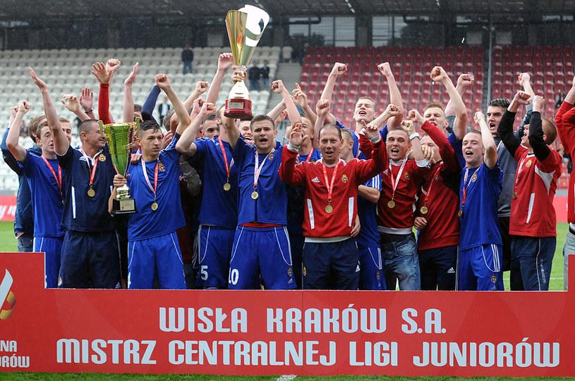 PZPN najpierw stworzył Centralną Ligę Juniorów (tu pierwszy jej zwycięzca - Wisła Kraków), później Akademie Młodych Orłów, a teraz zamierza certyfikować piłkarskie akademie. /Joanna Żmijewska /INTERIA.PL