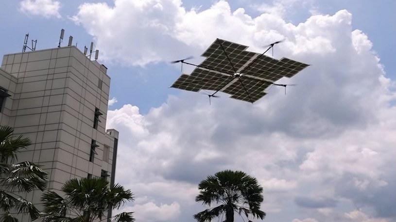 Quadrocoptery zasilane panelami solarnymi mogą latać całymi godzinami [WIDEO] /Geekweek