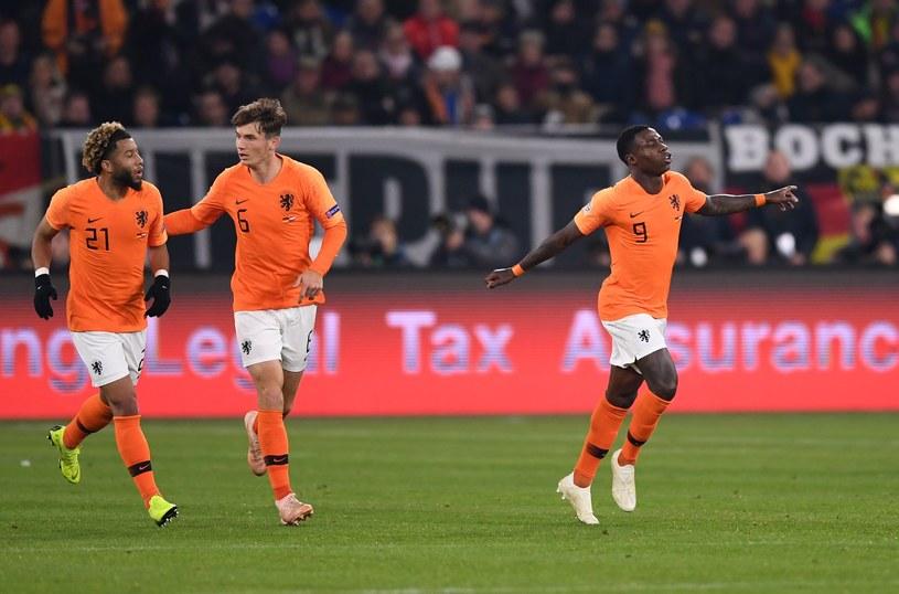Quincy Promes (pierwszy z prawej) dał nadzieję Holandii /AFP