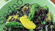 Quinoa czarna z zielonymi szparagami i pomarańczami