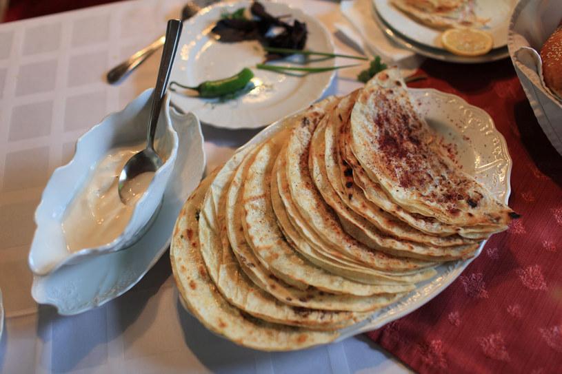 Qutab, placek z mięsem i warzywami /123RF/PICSEL