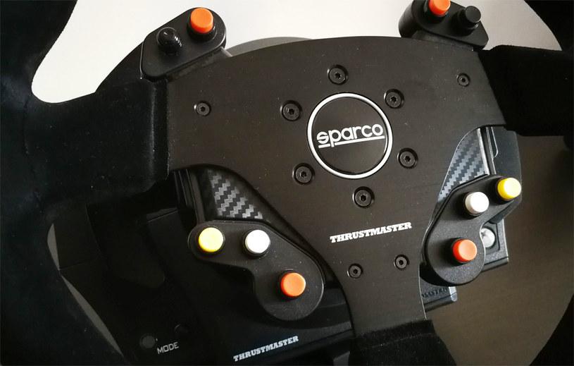 R383 posiada aż 10 programowalnym przycisków /INTERIA.PL
