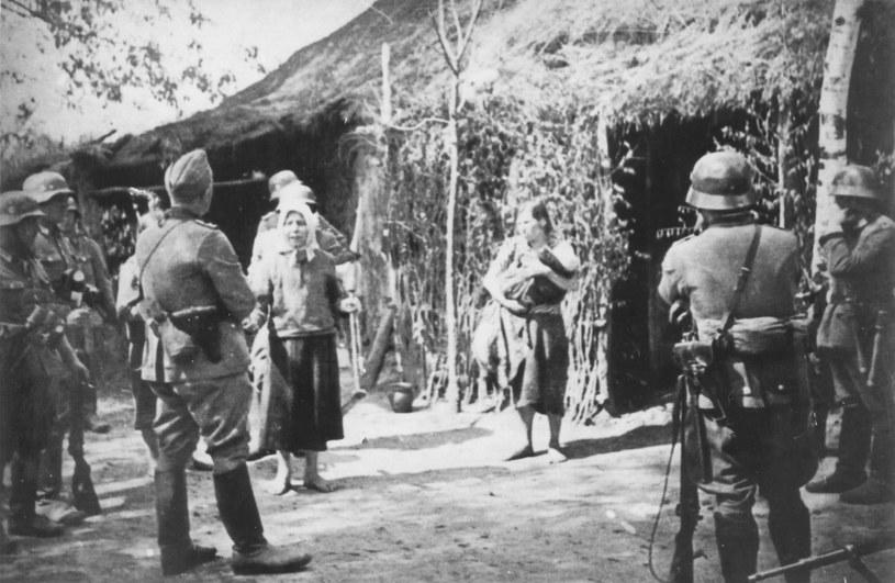 Rabunek dzieci polskich podczas niemieckiej operacji wysiedleńczej na Zamojszczyźnie /IPN