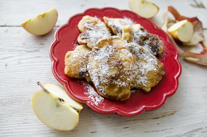 Racuchy z jabłkami są pulchne i pyszne /INTERIA.PL