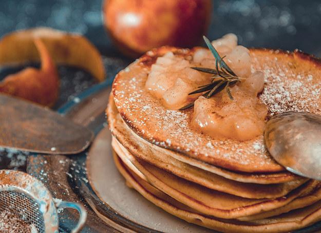 Racuszki piwne z jabłkami /materiały prasowe