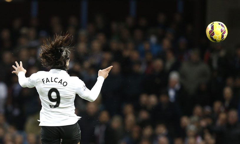 Radamel Falcao strzela wyrównującego gola dla Man Utd /AFP