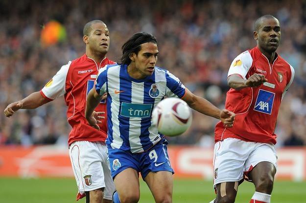 Radamel Falcao (w środku) może trafić do Chelsea Londyn /AFP