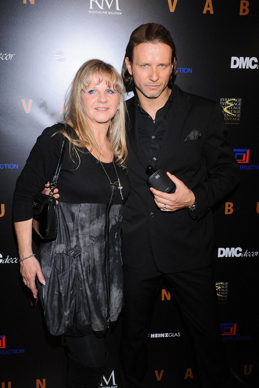 Radek Majdan z mamą na premierze swoich perfum w 2011 roku. /Piotr Wygoda /East News