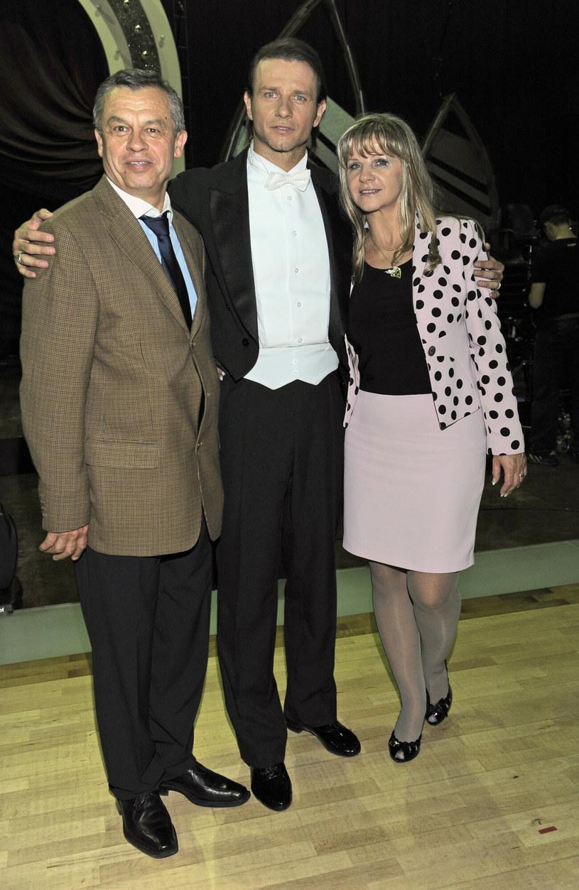 Radek Majdan z rodzicami w Tańcu z Gwiazdami w 2009 roku. /Tricolors /East News