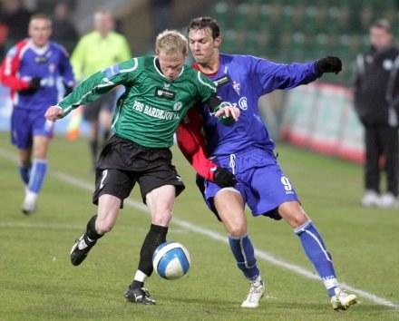 Radek Mynar (z lewej) w pojedynku z Tomaszem Moskalem. Fot. Dariusz Hermiesz. /Agencja Przegląd Sportowy
