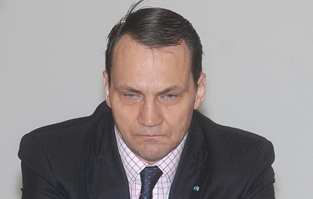Radek Sikorski chyba nie jest do końca zadowolony ze swoich wszystkich politycznych decyzji /Marek Ulatowski /MWMedia