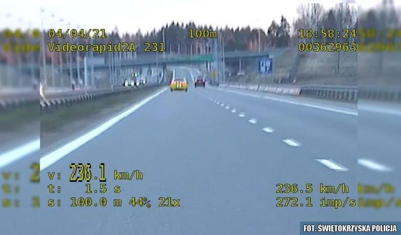 Radiowóz jechał z prędkością 236 km/h /Policja