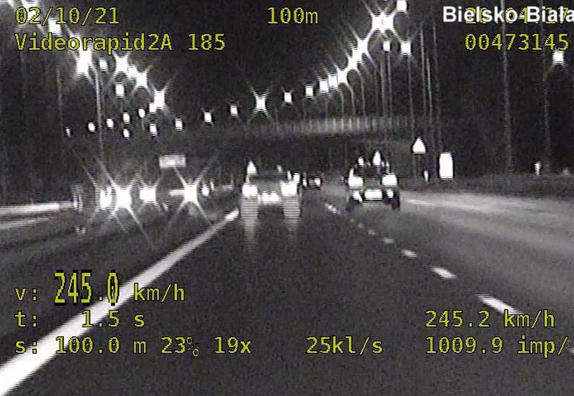 Radiowóz rozpędził się nawet do 245 km/h /Policja