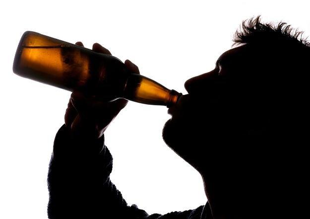 Radni nie mogą zakazać picia piwa na klatkach schodowych /©123RF/PICSEL