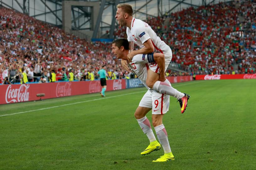 Radość Błaszczykowskiego i Lewandowskiego. Ten drugi właśnie strzelił gola Portugalczykom w ćwierćfinale Euro 2016 /Tomasz Radzik /East News