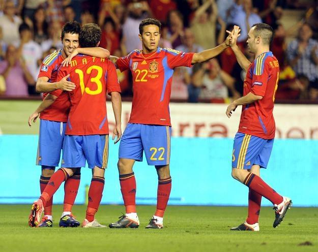 Radość Hiszpanów z awansu do Euro 2012 /AFP