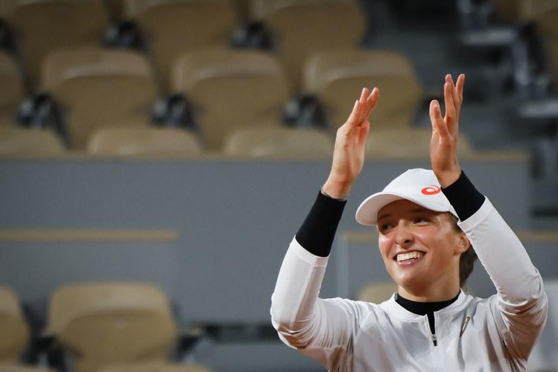 Radość Igi Świątek z awansu do półfinału turnieju w Paryżu /AFP