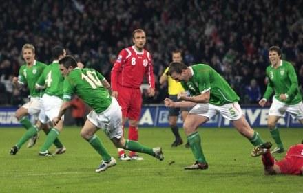 Radość Iralndczyków po strzeleniu drugiego gola przez Robbie'go Keane'a. /AFP