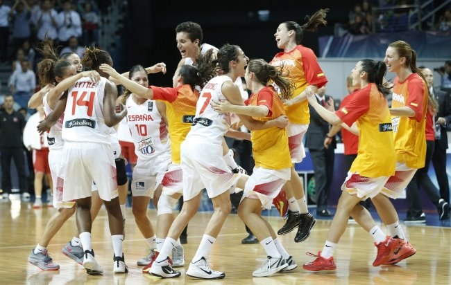 Radość koszykarek Hiszpanii /PAP/EPA