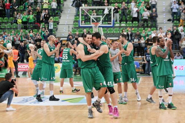 Radość koszykarzy Stelmetu BC po pokonaniu Panthinaikosu Ateny /Lech Muszyński /PAP