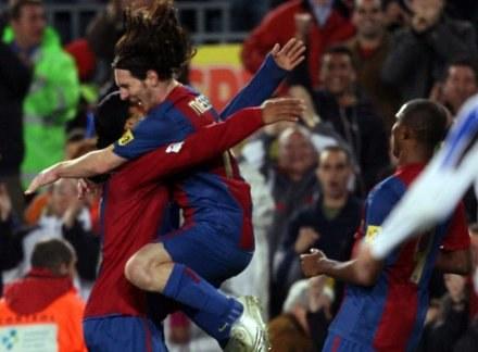 Radość Leo Messiego i Ronaldinho po pierwszym golu /AFP
