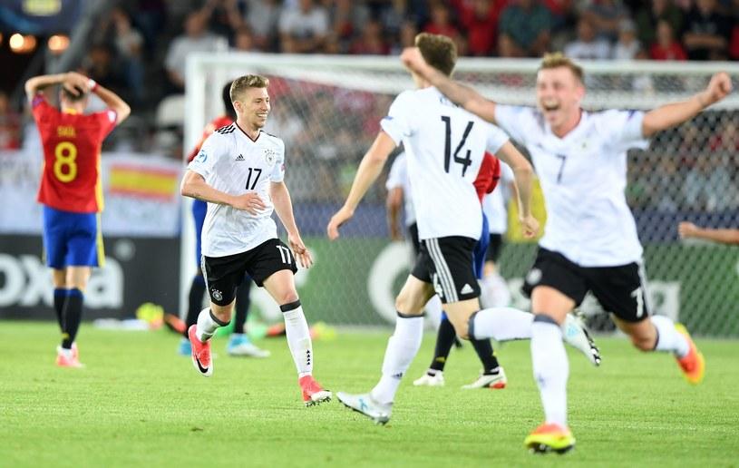 Radość niemieckich piłkarzy po ostatnim gwizdku sędziego /AFP