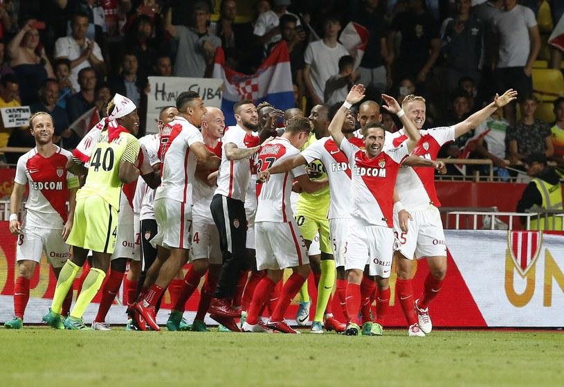 Radość piłkarzy AS Monaco. Kamil Glik (pierwszy z prawej) /PAP/EPA