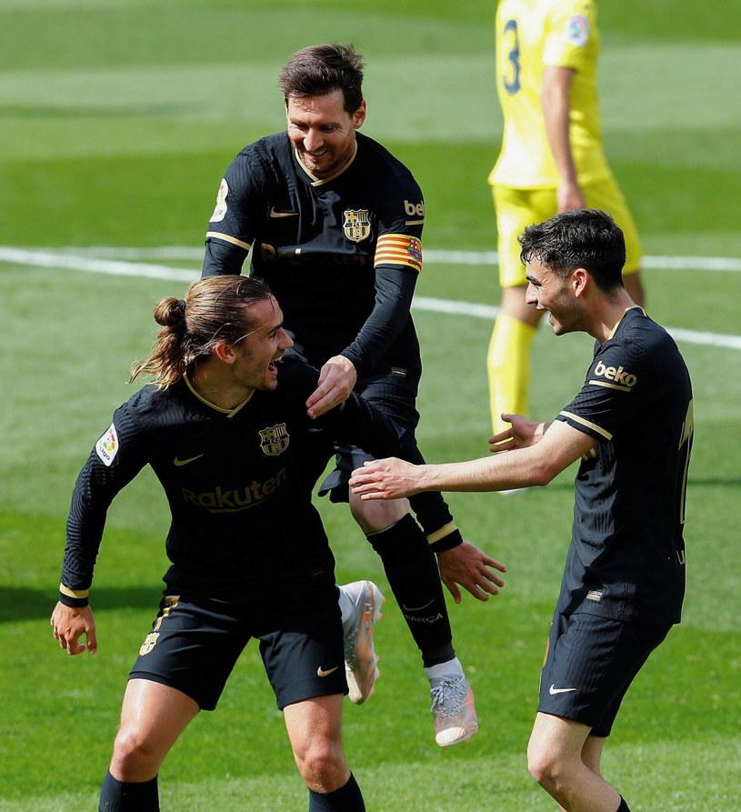 Radość piłkarzy Barcelony po drugiej bramce Antoine'a Griezmanna /PAP
