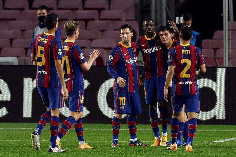 Radość piłkarzy Barcelony /ALBERTO ESTEVEZ /PAP/EPA