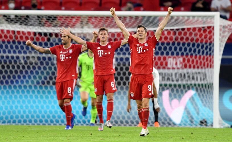 Radość piłkarzy Bayernu po końcowym gwizdku /Attila Kisbenedek /PAP/EPA