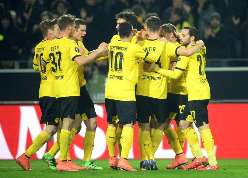 Radość piłkarzy Borussii Dortmund po trafieniu Aubameyanga na 1-0 /AFP