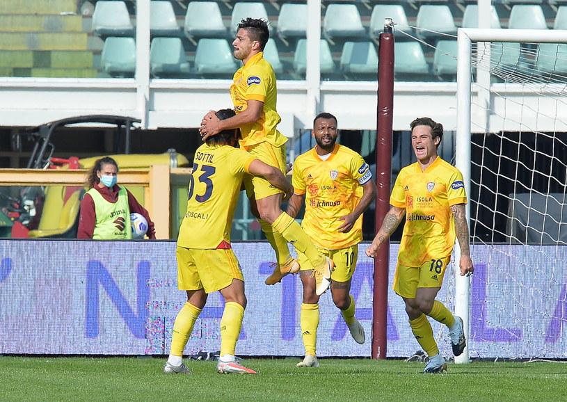 Radość piłkarzy Cagliari /ALESSANDRO DI MARCO  /PAP/EPA