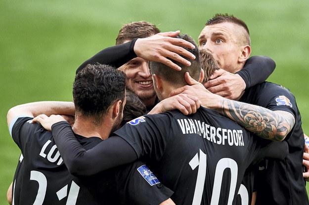 Radość piłkarzy Cracovii po strzeleniu drugiego gola przez Pelle van Amersfoorta / Adam Warżawa    /PAP