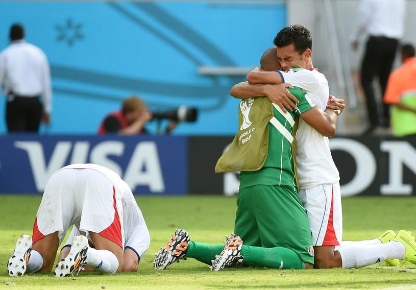 Radość piłkarzy Kostaryki po zwycięstwie nad Włochami /AFP