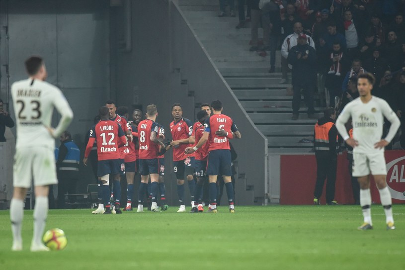 Radość piłkarzy Lille, smutek paryżan /AFP