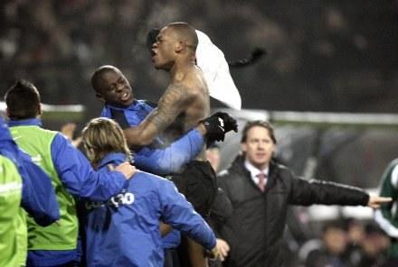 Radość piłkarzy NEC Nijmegen po pokonaniu Sampdorii. /AFP