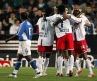 Radość piłkarzy Olympique Lyon po zdobyciu gola w meczu ze Strasbourgiem /AFP