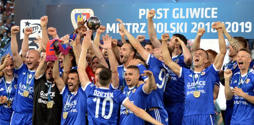 Radość piłkarzy Piasta Gliwice po zdobyciu mistrzostwa Polski w 2019 roku /Łukasz Kalinowski /East News