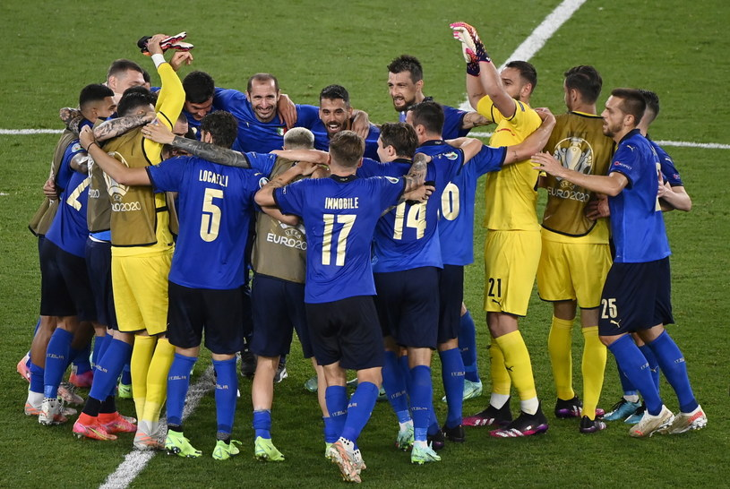 Radość piłkarzy reprezentacji Włoch po wygranej 3-0 ze Szwajcarią /PAP