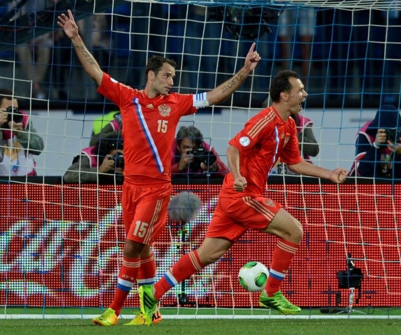 Radość piłkarzy Rosji. Z lewej Roman Szirokow /AFP