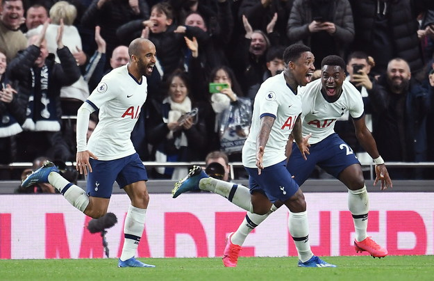 Radość piłkarzy Tottenhamu po golu Stevena Bergwijna /ANDY RAIN /PAP/EPA