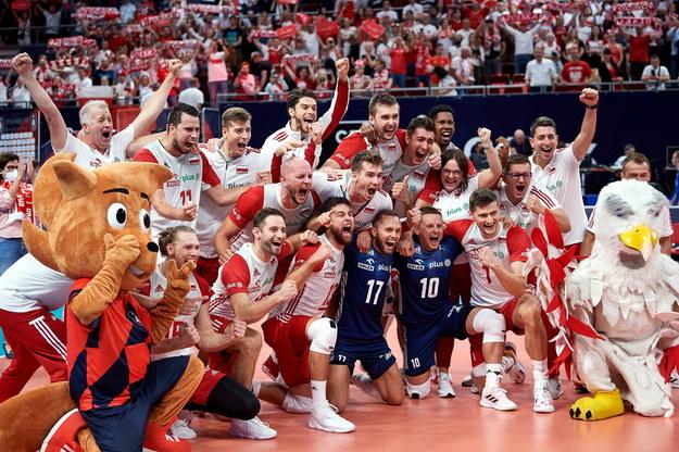 Radość polskich siatkarzy po wygranym meczu ćwierćfinałowym mistrzostw Europy z Rosją /Adam Warżawa /PAP