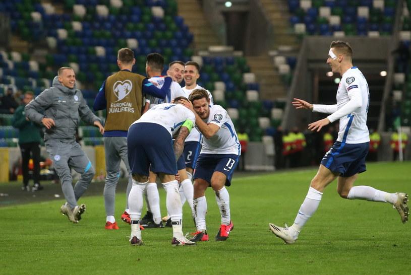 Radość słowackich piłkarzy /JOHN MCVITTY  /PAP/EPA